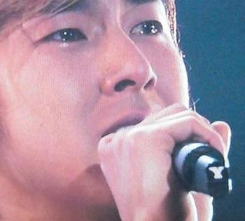 東方神起ユノの涙の理由.jpg